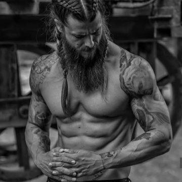 Conheça Bence Peleskey, o viking que arrasa quarteirão